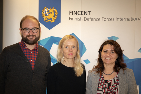 One man and two women posing in front of a Fincent logo